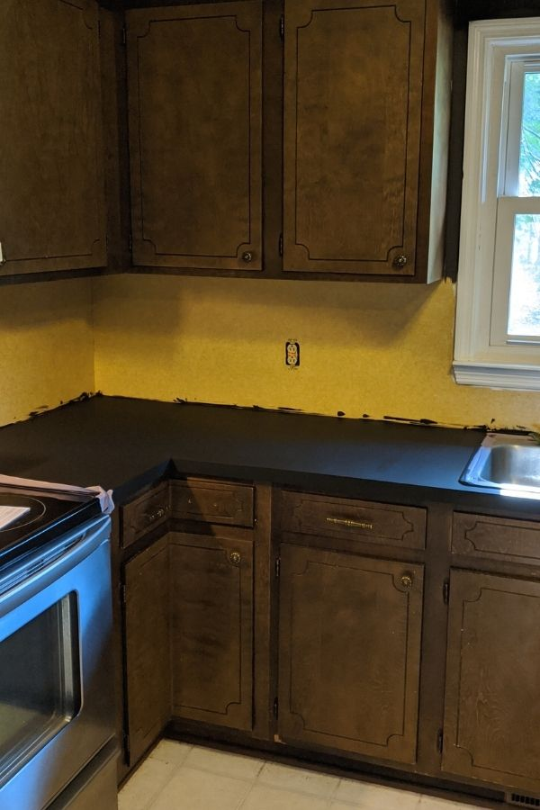 Prepping the Countertops With the Primer